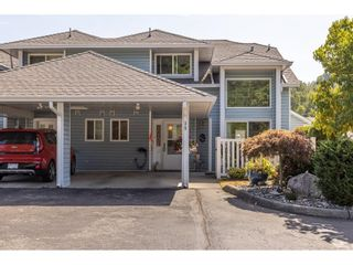 """Main Photo: 39 3292 VERNON Terrace in Abbotsford: Abbotsford East Townhouse for sale in """"Crown Point Villas"""" : MLS®# R2604950"""