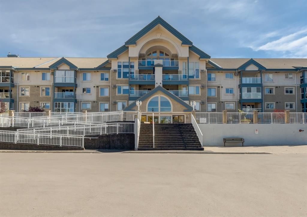 Main Photo: 326 7229 Sierra Morena Boulevard SW in Calgary: Signal Hill Apartment for sale : MLS®# A1147916