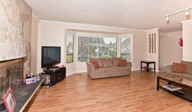 """Photo 6: Photos: 14743 89TH Avenue in Surrey: Bear Creek Green Timbers House for sale in """"GREEN TIMBERS"""" : MLS®# F1114759"""