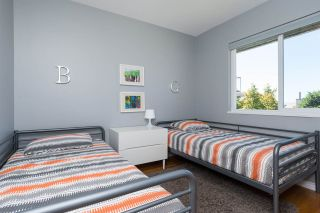 Photo 10: 15360 ROYAL Avenue: White Rock House for sale (South Surrey White Rock)  : MLS®# R2115146