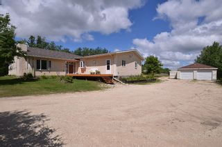 Photo 2: 27081 Hillside Road in RM Springfield: Single Family Detached for sale : MLS®# 1417302
