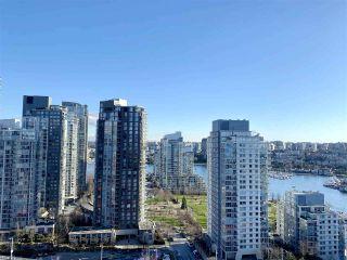 "Photo 2: 2502 1480 HOWE Street in Vancouver: Yaletown Condo for sale in ""VANCOUVER HOUSE"" (Vancouver West)  : MLS®# R2434266"
