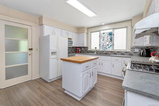 Photo 12: 934 Queens Ave in : Vi Central Park House for sale (Victoria)  : MLS®# 878239