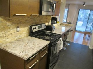 Photo 3: 145 HEARTHSTONE Road in Edmonton: Zone 14 Townhouse for sale : MLS®# E4219660