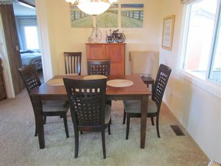 Photo 8: 28 70 Cooper Rd in VICTORIA: VR Glentana Manufactured Home for sale (View Royal)  : MLS®# 838209