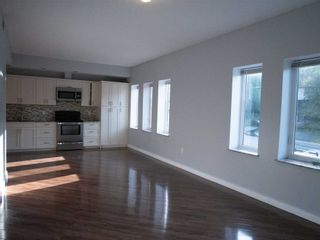 Photo 4: 1 20 Emily Street in Parry Sound: House (3-Storey) for lease : MLS®# X5370284