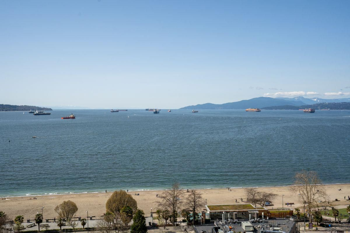 """Main Photo: 1206 1221 BIDWELL Street in Vancouver: West End VW Condo for sale in """"Alexandra"""" (Vancouver West)  : MLS®# R2562410"""