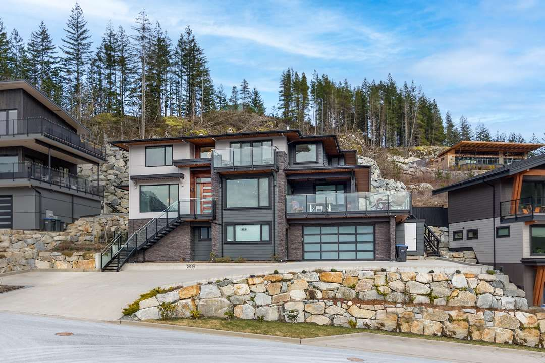 Main Photo: 38586 HIGH CREEK Drive in Squamish: Plateau House for sale : MLS®# R2541033