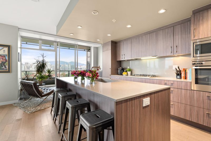 FEATURED LISTING: 603 - 728 8TH Avenue West Vancouver