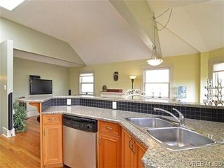 Photo 4: 4 118 St. Lawrence Street in VICTORIA: Vi James Bay Residential for sale (Victoria)  : MLS®# 319014