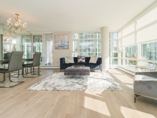 Photo 1: 706 198 AQUARIUS MEWS in Vancouver: Yaletown Condo for sale (Vancouver West)  : MLS®# R2424836