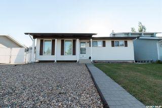 Photo 1: 74 Robinson Crescent in Saskatoon: Dundonald Residential for sale : MLS®# SK872231