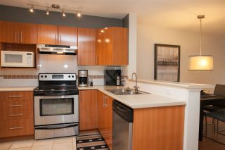 Photo 2: 302 155 E 3RD STREET in North Vancouver: Lower Lonsdale Condo for sale : MLS®# R2026333