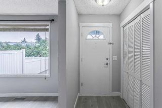 Photo 3: 38 740 Bracewood Drive SW in Calgary: Braeside Row/Townhouse for sale : MLS®# A1132055