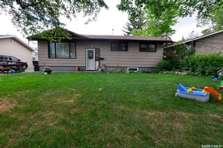 Photo 2: 107 Spinks Drive in Saskatoon: West College Park Residential for sale : MLS®# SK847470