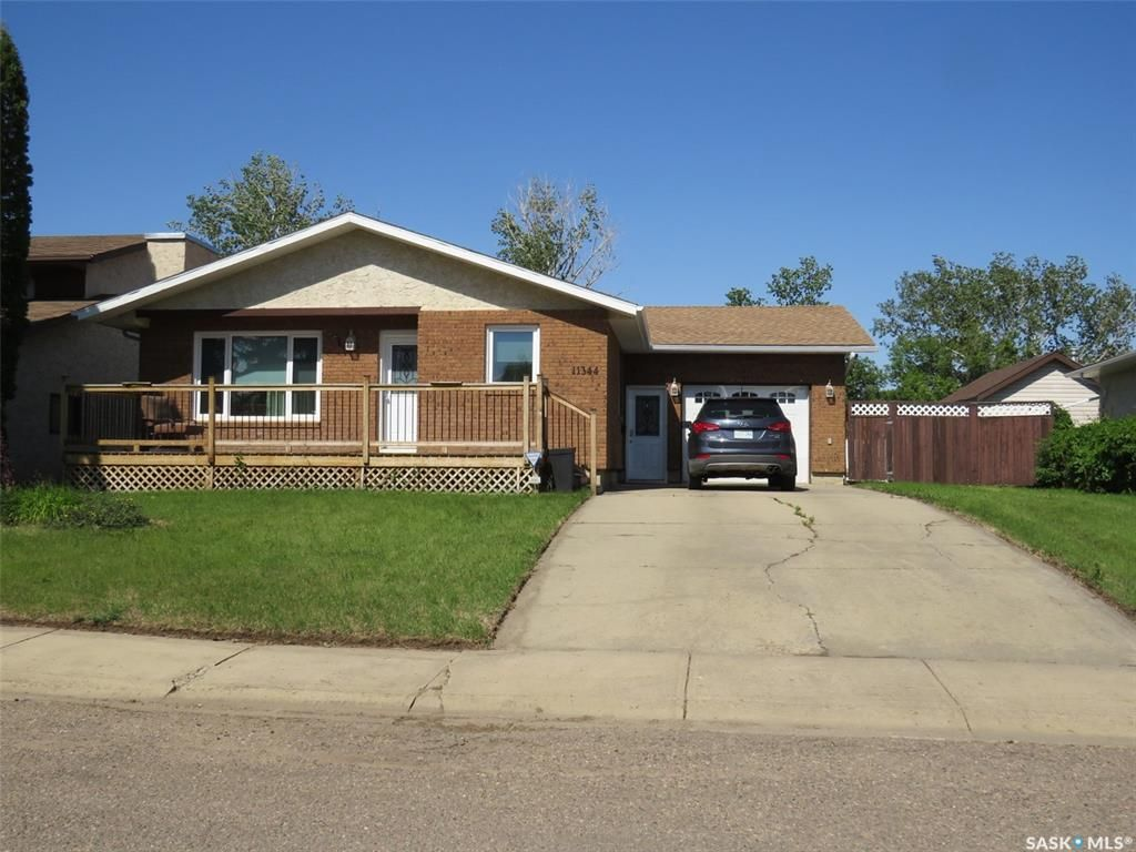 Main Photo: 11344 Clark Drive in North Battleford: Centennial Park Residential for sale : MLS®# SK859937