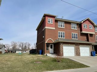 Photo 1: 2122 21 Avenue: Didsbury Row/Townhouse for sale : MLS®# A1100306
