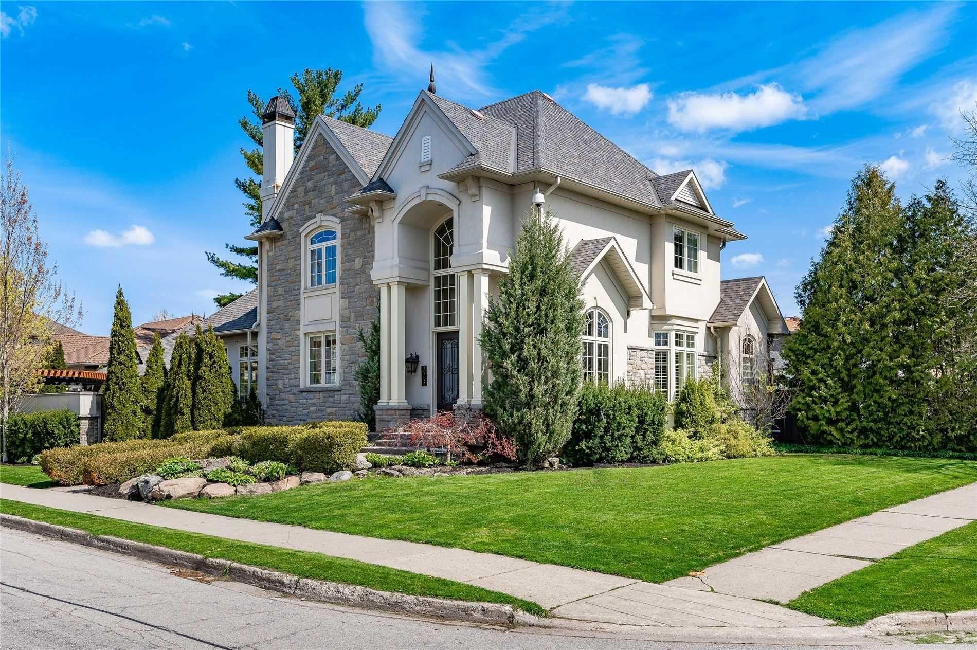 Main Photo: 223 Pine Cove Road in Burlington: Roseland House (2-Storey) for sale : MLS®# W5229505