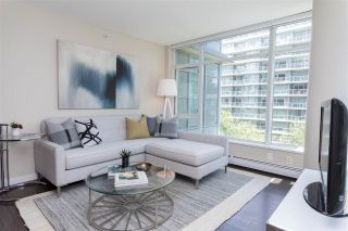 """Photo 2: 557 168 W 1ST Avenue in Vancouver: False Creek Condo for sale in """"WALL CENTRE FALSE CREEK WEST TOWER"""" (Vancouver West)  : MLS®# R2372215"""