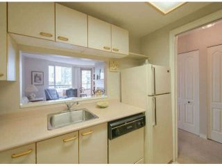 """Photo 7: 711 15111 RUSSELL Avenue: White Rock Condo for sale in """"Pacific Terrace"""" (South Surrey White Rock)  : MLS®# F1425012"""