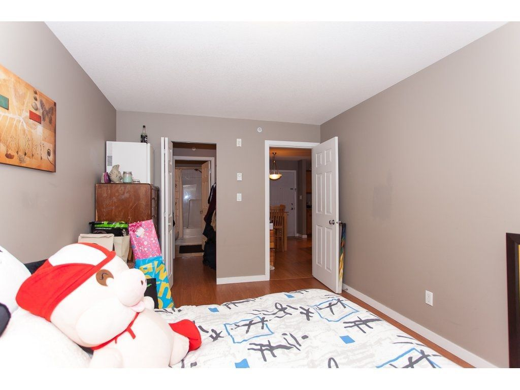"""Photo 15: Photos: 412 33960 OLD YALE Road in Abbotsford: Central Abbotsford Condo for sale in """"Old Yale Heights"""" : MLS®# R2241666"""
