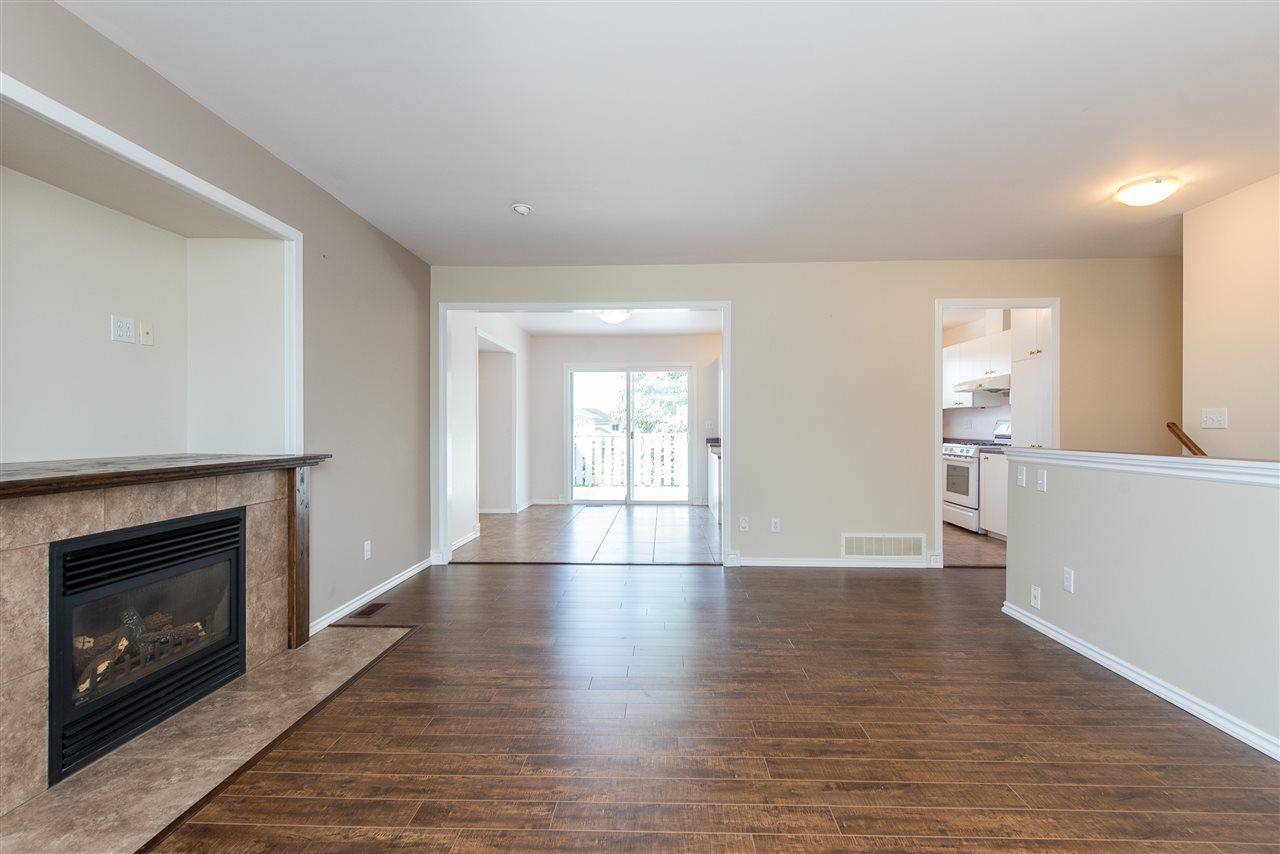 """Photo 8: Photos: 34717 5 Avenue in Abbotsford: Poplar House for sale in """"Huntingdon Village"""" : MLS®# R2483870"""