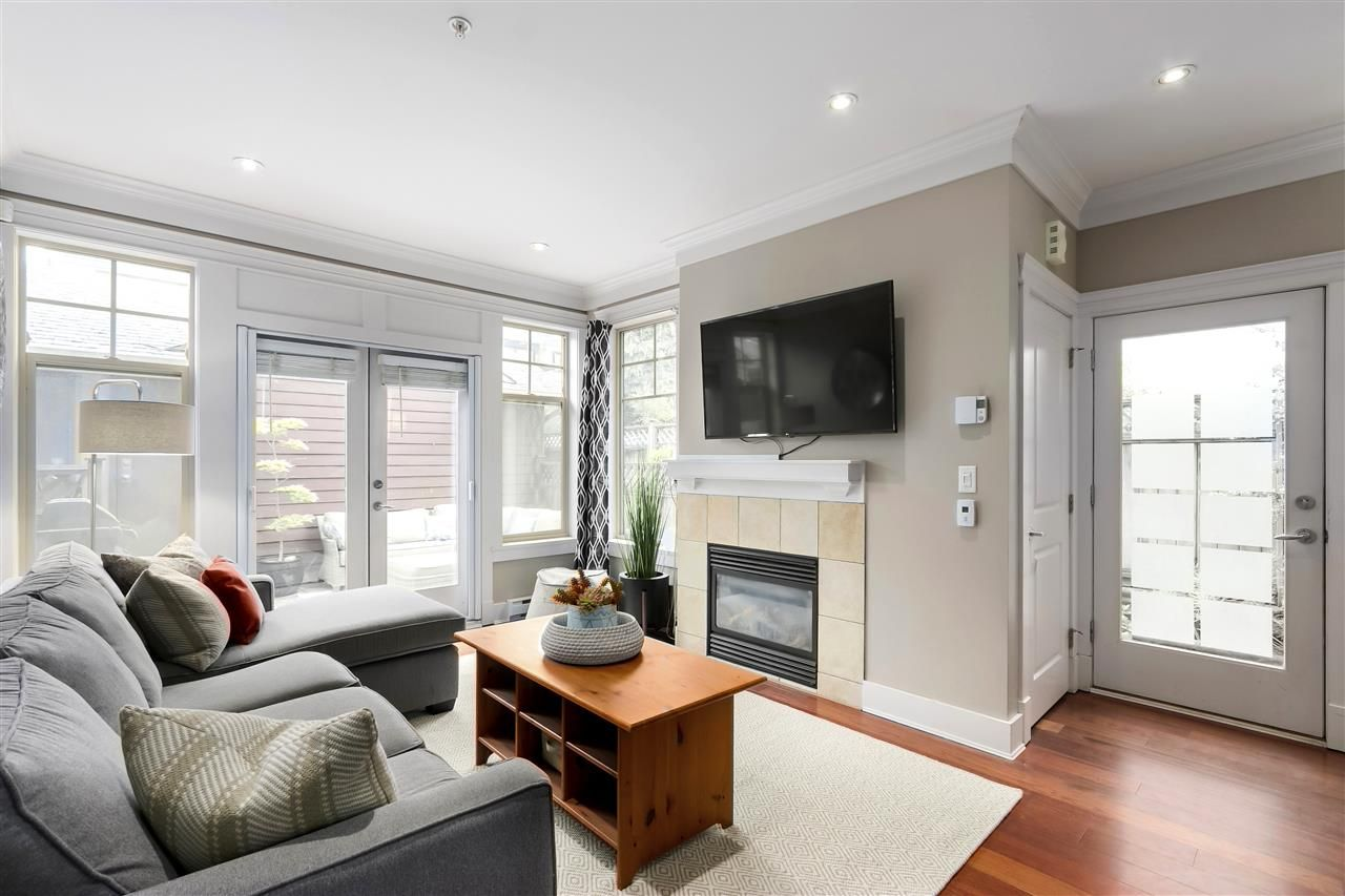 Main Photo: 257 E 13TH Avenue in Vancouver: Mount Pleasant VE Townhouse for sale (Vancouver East)  : MLS®# R2494059