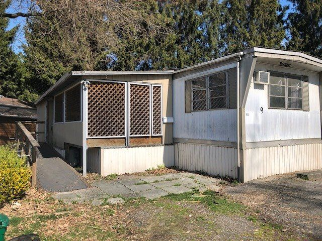 """Main Photo: 9 201 CAYER Street in Coquitlam: Maillardville Manufactured Home for sale in """"WILDWOOD PARK"""" : MLS®# R2354324"""