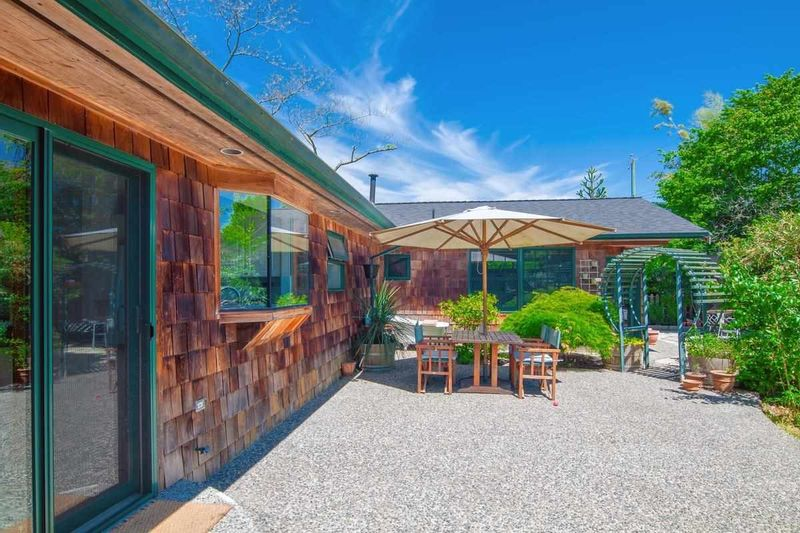 FEATURED LISTING: 1374 TATLOW Avenue North Vancouver