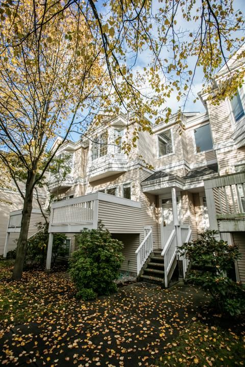 """Photo 2: Photos: 44 12411 JACK BELL Drive in Richmond: East Cambie Townhouse for sale in """"FRANCISCO VILLAGE"""" : MLS®# R2009585"""