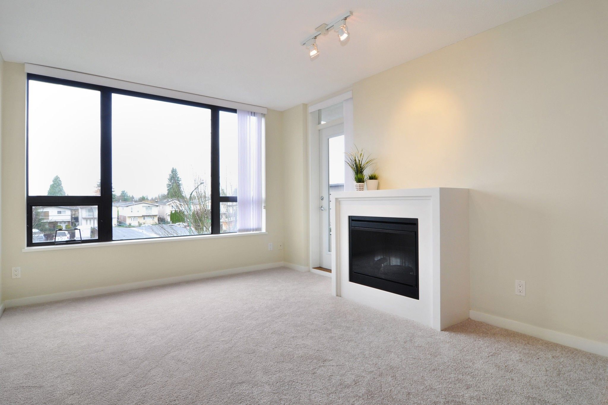 """Photo 2: Photos: 312 7138 COLLIER Street in Burnaby: Highgate Condo for sale in """"STANDFORD HOUSE"""" (Burnaby South)  : MLS®# R2224760"""