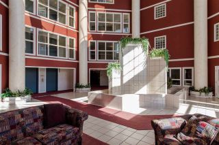 """Photo 2: 220 2626 COUNTESS Street in Abbotsford: Abbotsford West Condo for sale in """"Wedgewood"""" : MLS®# R2231848"""