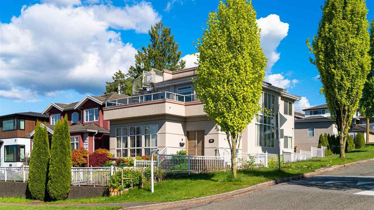 Main Photo: 10 DIEPPE Place in Vancouver: Renfrew Heights House for sale (Vancouver East)  : MLS®# R2575552