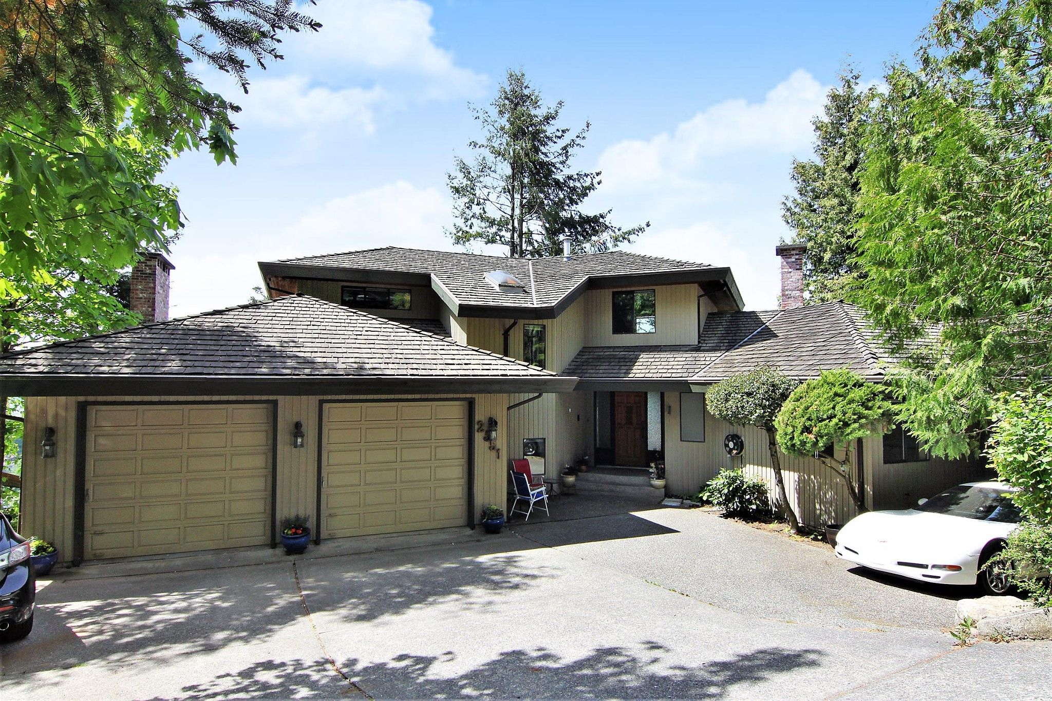 """Main Photo: 2551 ZURICH Drive in Abbotsford: Abbotsford East House for sale in """"Glen Mountain"""" : MLS®# R2370000"""