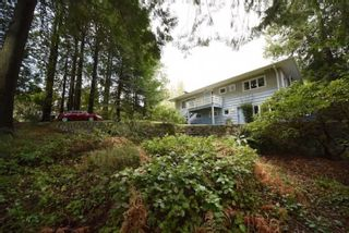 Photo 2: 414 E CARISBROOKE Road in North Vancouver: Upper Lonsdale House for sale : MLS®# R2556019