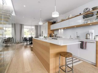 """Photo 2: 1887 W 2ND Avenue in Vancouver: Kitsilano Townhouse for sale in """"Blanc"""" (Vancouver West)  : MLS®# R2164681"""