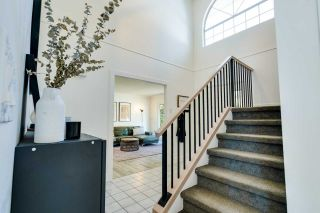 Photo 3: 34832 GLENEAGLES Place in Abbotsford: Abbotsford East House for sale : MLS®# R2595398