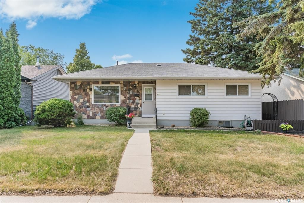 Main Photo: 321 Vancouver Avenue North in Saskatoon: Mount Royal SA Residential for sale : MLS®# SK867389
