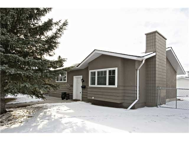 Main Photo: 5712 LODGE Crescent SW in Calgary: Lakeview Residential Detached Single Family for sale : MLS®# C3648938
