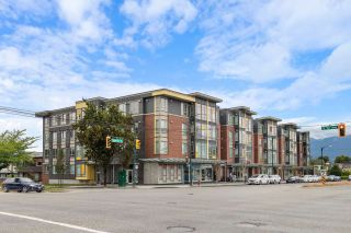 """Photo 1: PH18 2889 E 1ST Avenue in Vancouver: Hastings Condo for sale in """"FIRST & RENFREW"""" (Vancouver East)  : MLS®# R2486160"""
