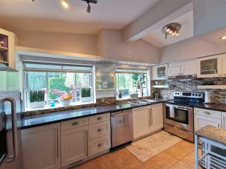 "Photo 3: 11812 64 Avenue in Delta: Sunshine Hills Woods House for sale in ""Sunshine Hills"" (N. Delta)  : MLS®# R2591461"