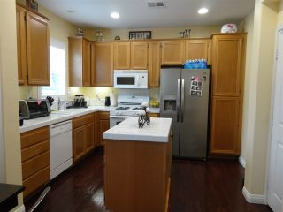 Photo 4: SOUTHWEST ESCONDIDO House for sale : 3 bedrooms : 1472 Mosaic Glen in Escondido