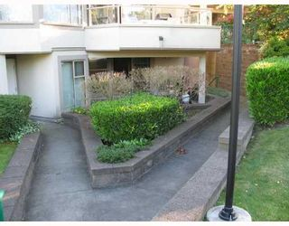 "Photo 8: 103 78 RICHMOND Street in New Westminster: Fraserview NW Condo for sale in ""GOVERNORS COURT"" : MLS®# V812374"