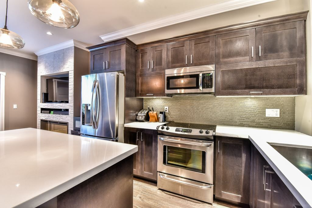 "Main Photo: 37 7090 180 Street in Surrey: Cloverdale BC Townhouse for sale in ""THE BOARDWALK"" (Cloverdale)  : MLS®# R2085658"
