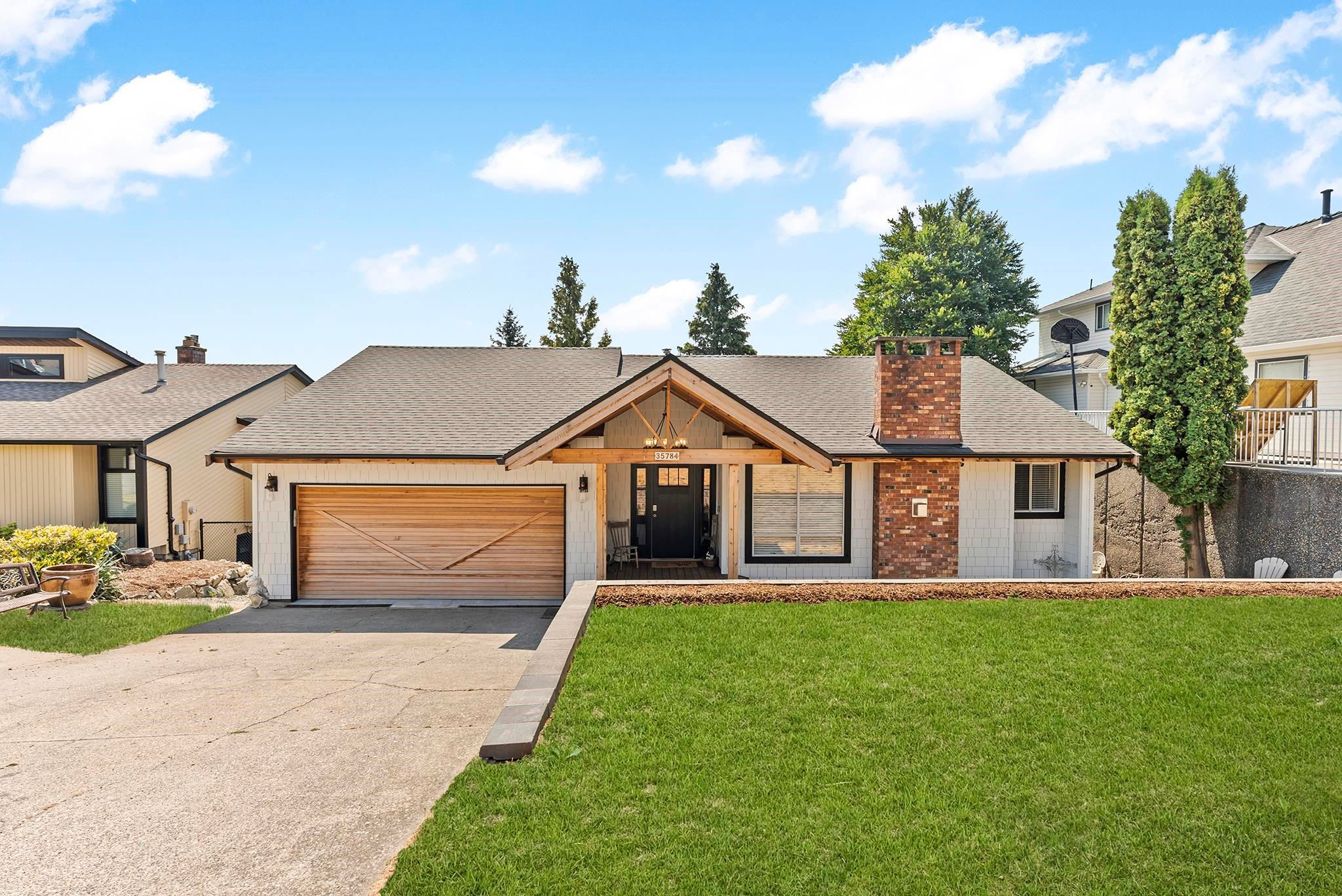 """Main Photo: 35784 SUNRIDGE Place in Abbotsford: Abbotsford East House for sale in """"MOUNTAIN VILLAGE"""" : MLS®# R2614606"""