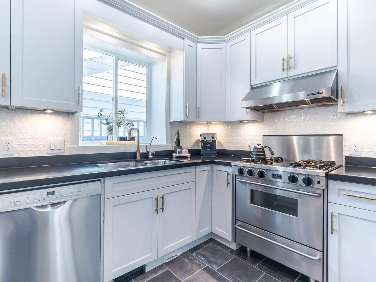 Photo 15: Photos: 905 LAUREL Street in New Westminster: The Heights NW House for sale : MLS®# R2570711