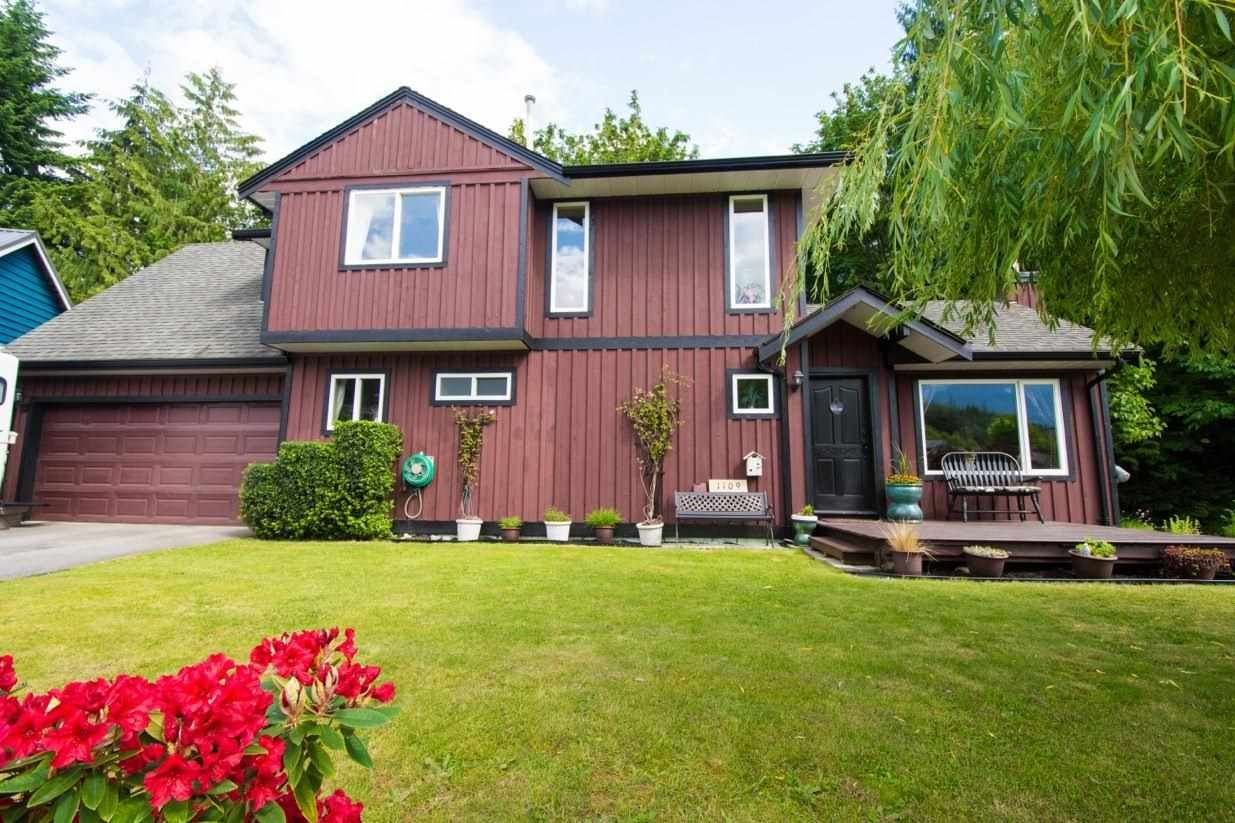 """Main Photo: 1109 PLATEAU Crescent in Squamish: Plateau House for sale in """"Plateau"""" : MLS®# R2254232"""