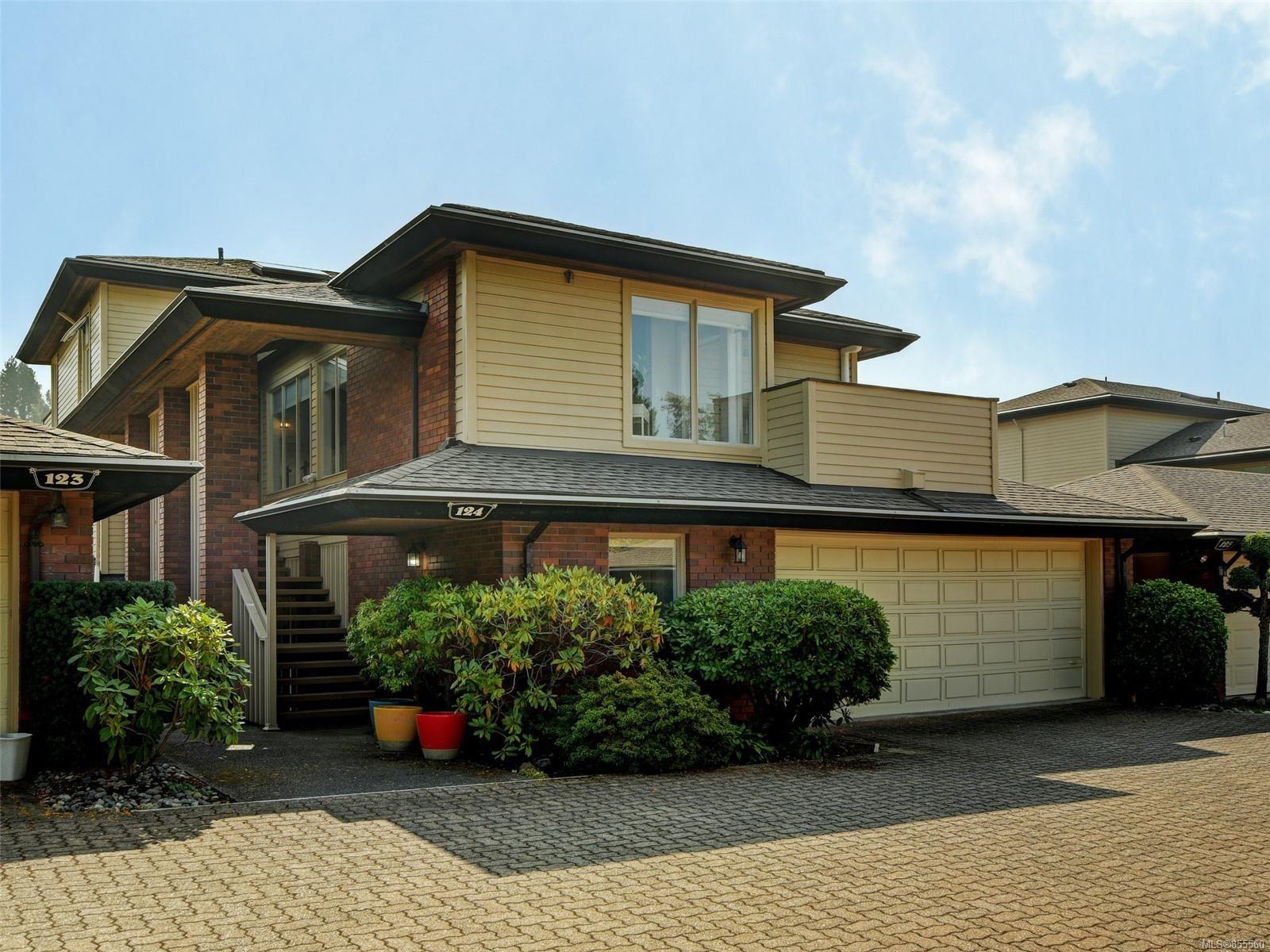 Main Photo: 124 2345 Cedar Hill Cross Rd in : OB Henderson Row/Townhouse for sale (Oak Bay)  : MLS®# 855560