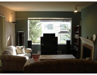 """Photo 3: 302 6820 RUMBLE Street in Burnaby: South Slope Condo for sale in """"GOVERNOR'S WALK"""" (Burnaby South)  : MLS®# V671882"""