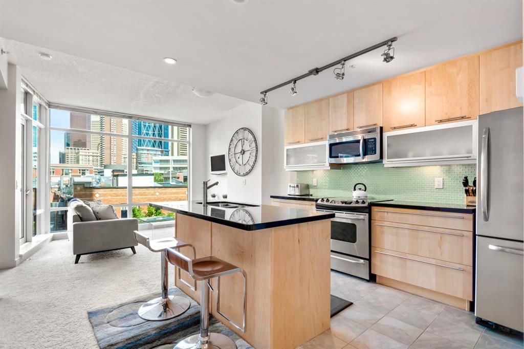 Main Photo: 302 215 13 Avenue SW in Calgary: Beltline Apartment for sale : MLS®# A1112985
